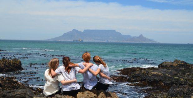 Gruppenfoto - Strand mit Tafelberg