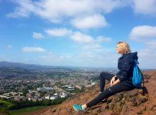 Arthur's Seat mit Blick über Edinburgh