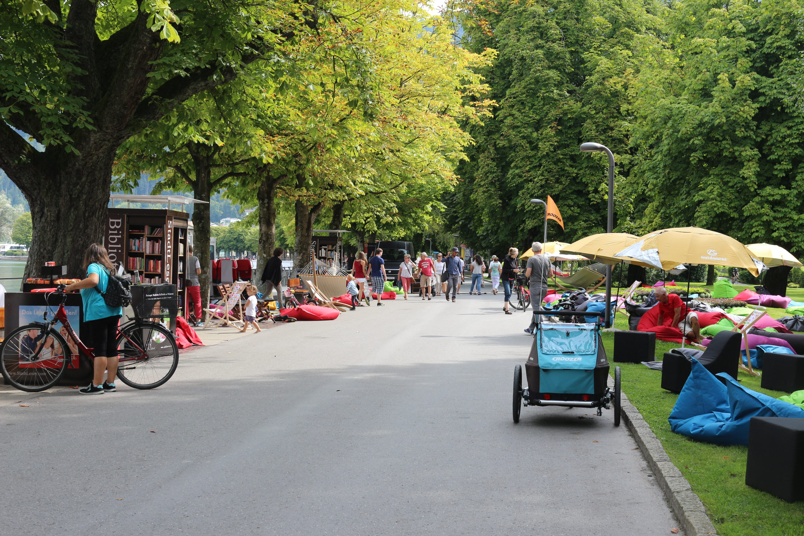 Seepromenade Bregenz mit Outdoorer Sonnenschirmen Sombrello