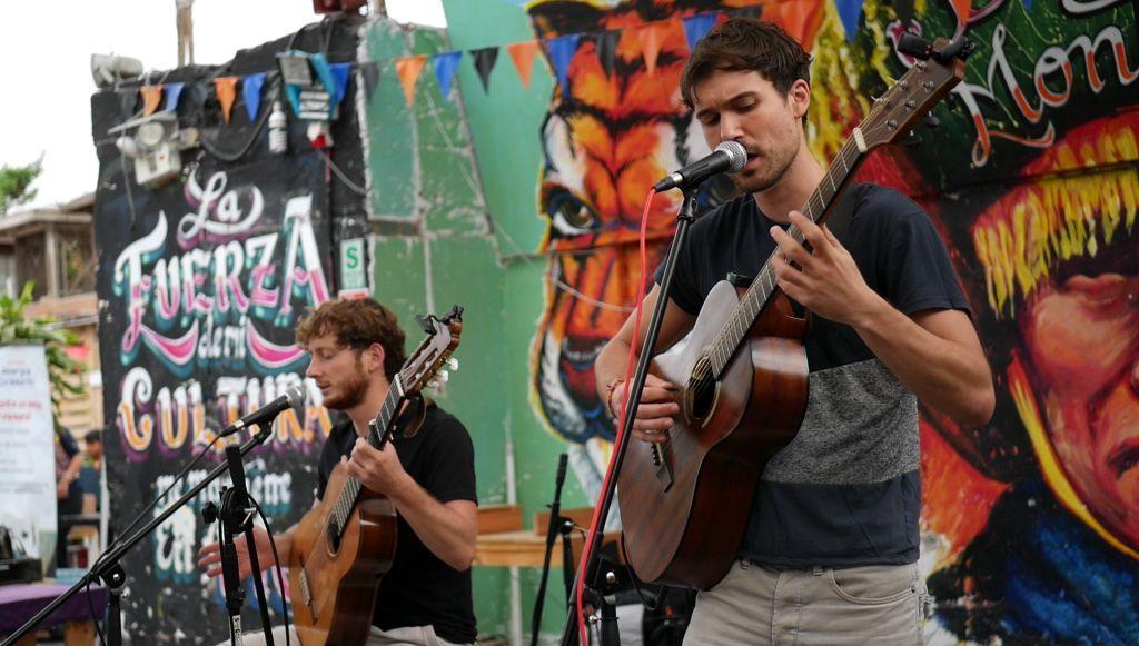 Eucalypdos - Straßenmusiker und Backpacker