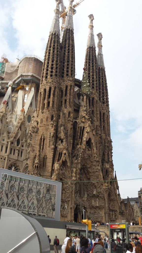 16-2, Sagrada Familia