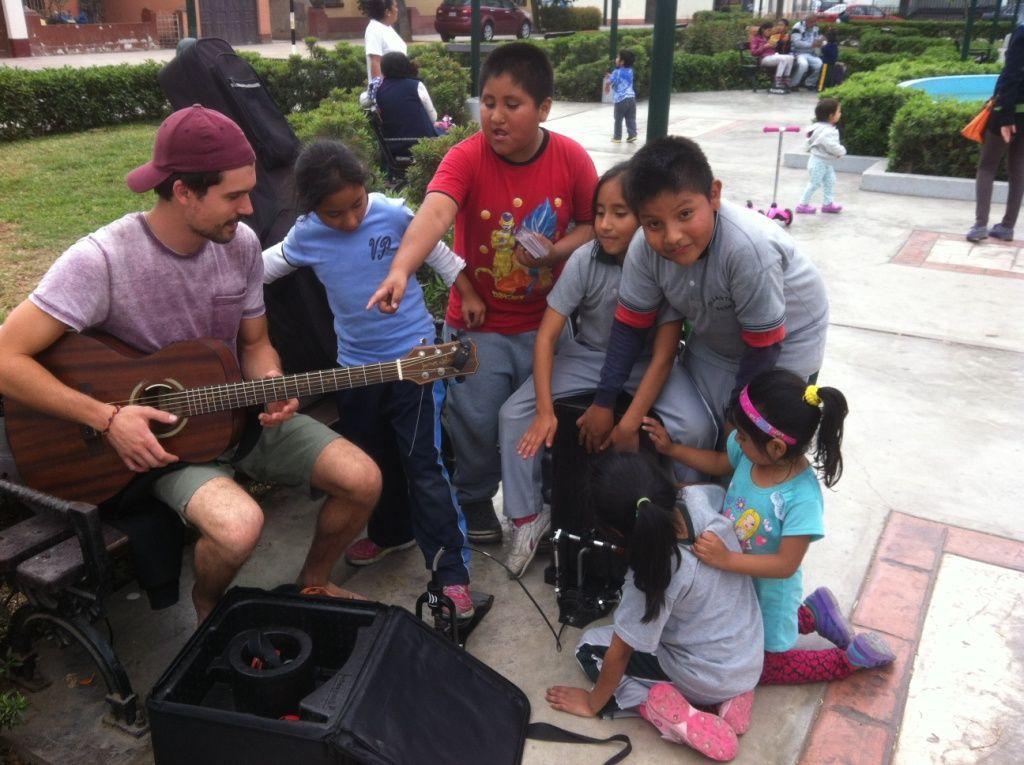 Konzert in Lima - unterwegs in Südamerika als Straßenmusiker