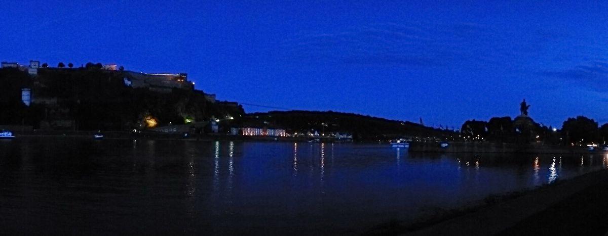 Abend am Deutschen Eck in Koblenz