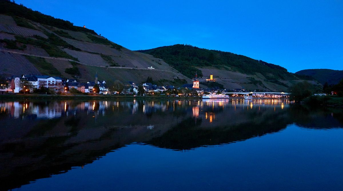 Abend am Moselufer in Zell