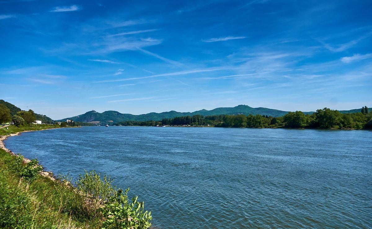 Aussicht auf des Siebengebirge vom Rheinradweg