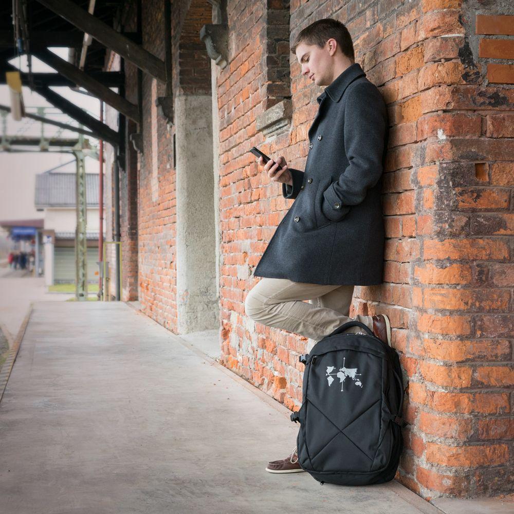Bernhard mit dem DNX Rucksack von outdoorer