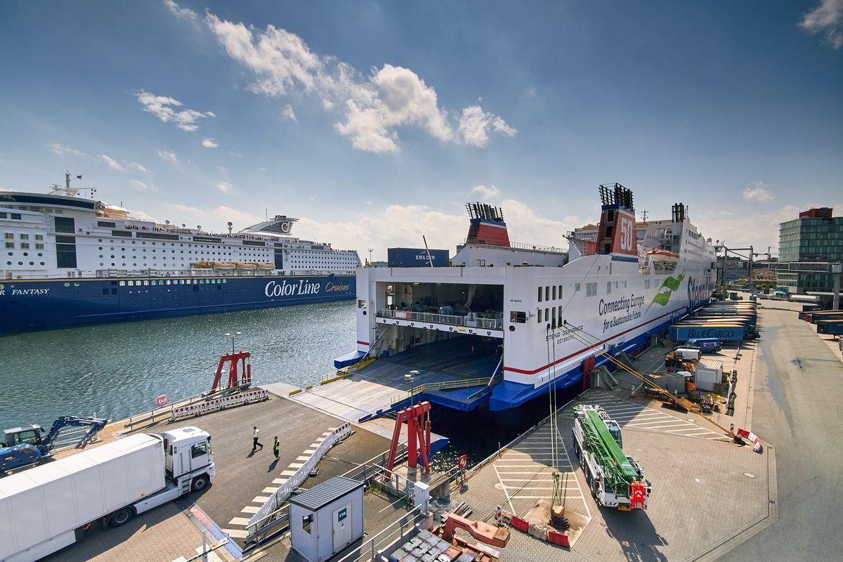 Blick auf den Schwedenkai in Kiel mit der Stena Germanica