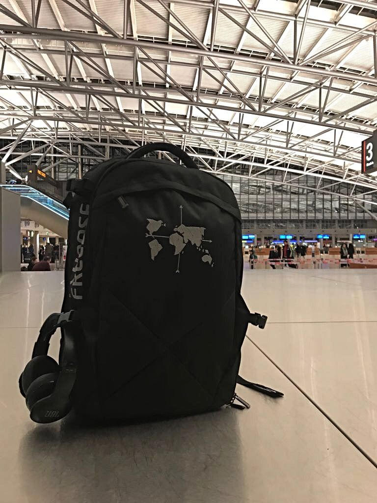 Digital Nomad 35 am Flughafen