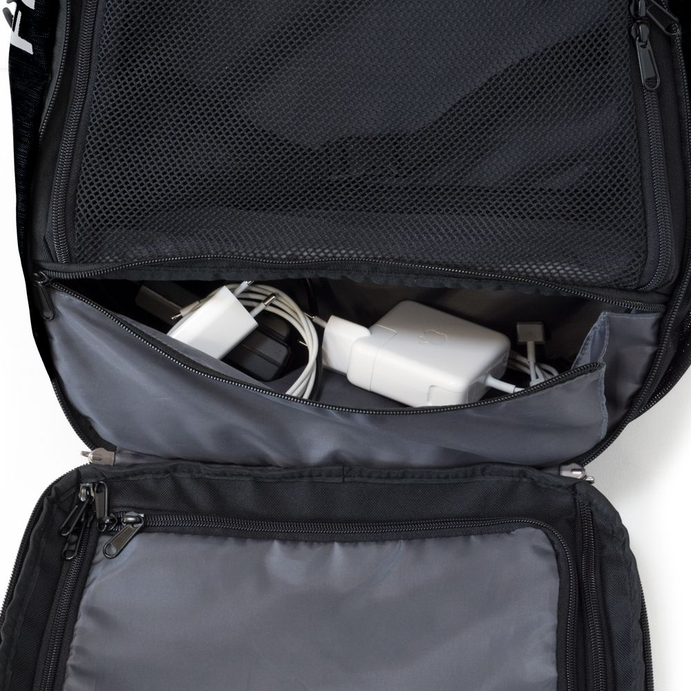 Digital-Nomad-35-kabelfach-2-schwarz