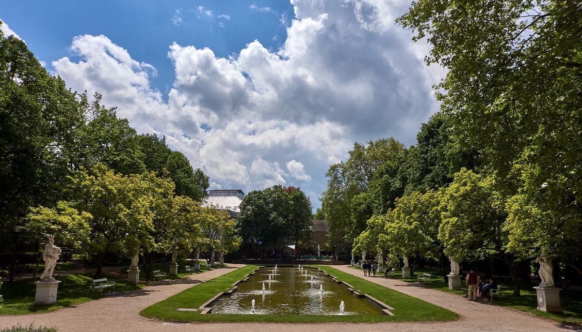 Garten bei der Palastaula und Konstantinbasilika in Trier