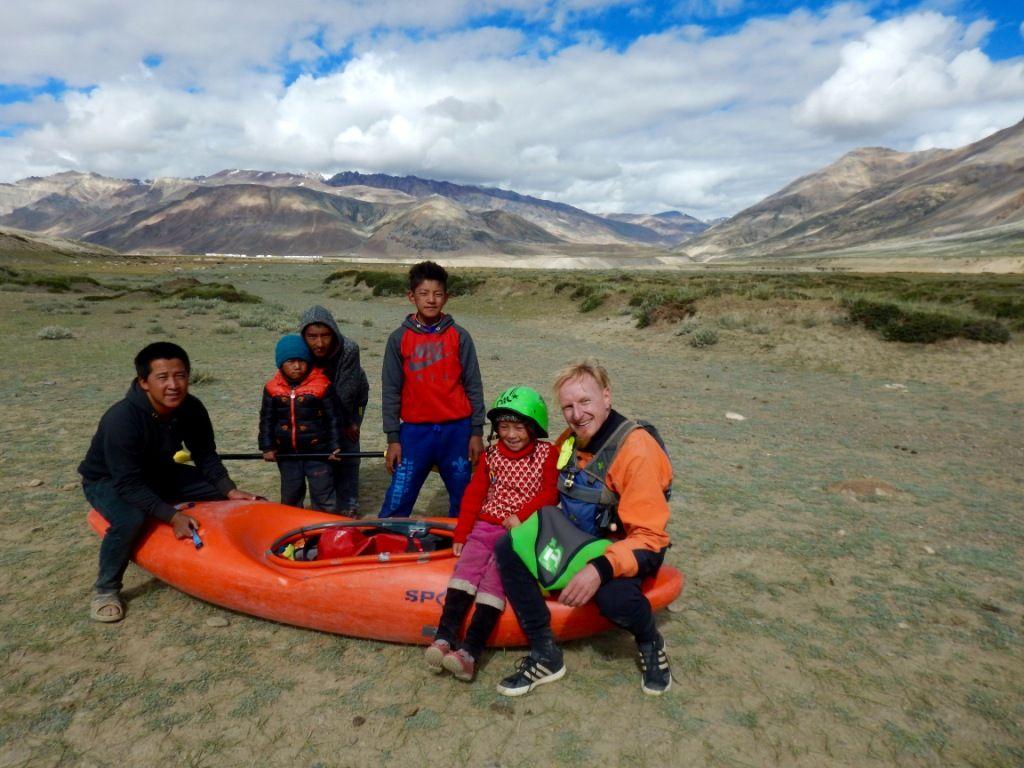 Kinder und Jugendliche beim Einstieg auf 4600 m Seehöhe