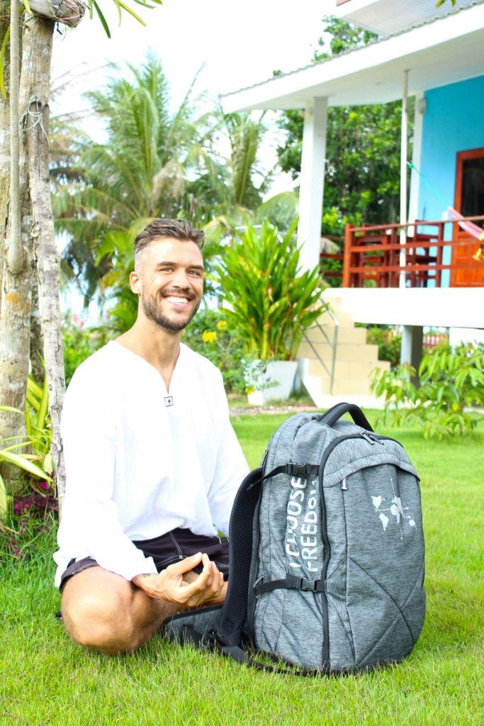 Marcus mit dem vegangen Rucksack aus Vecoya