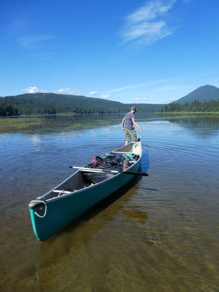 Niedriger Wasserstand beim Kanuwandern