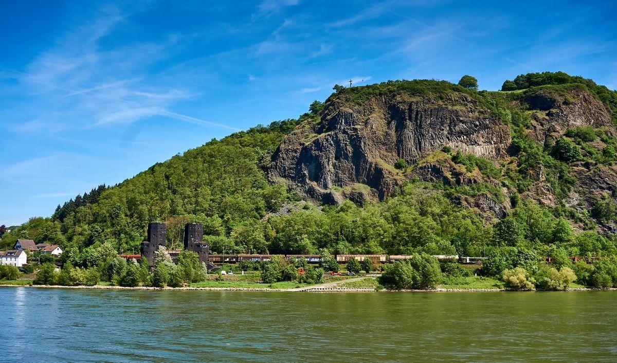 Reste der Brücke von Remagen am Rhein