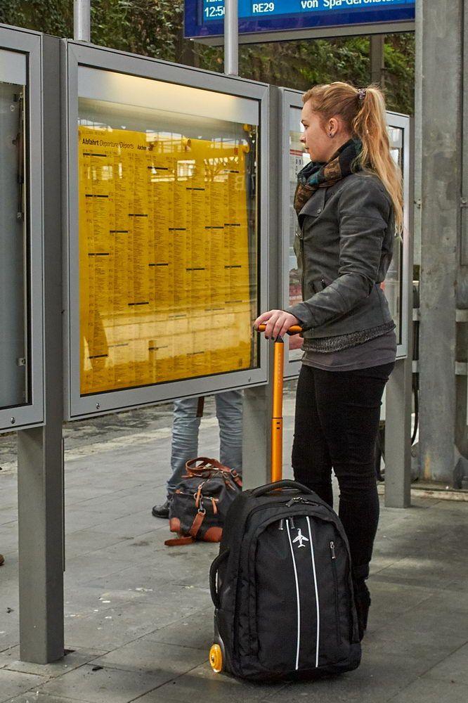 Rucksack Trolley Runway-33- am Bahnhof