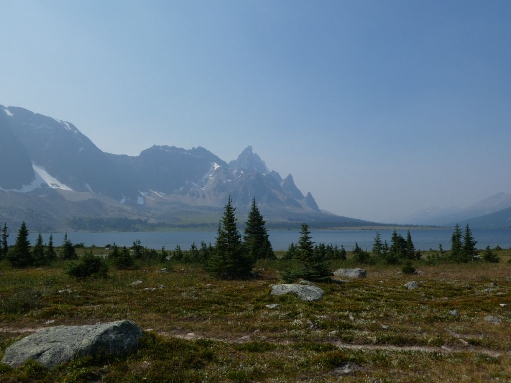 See am Tonquin Valley Trail