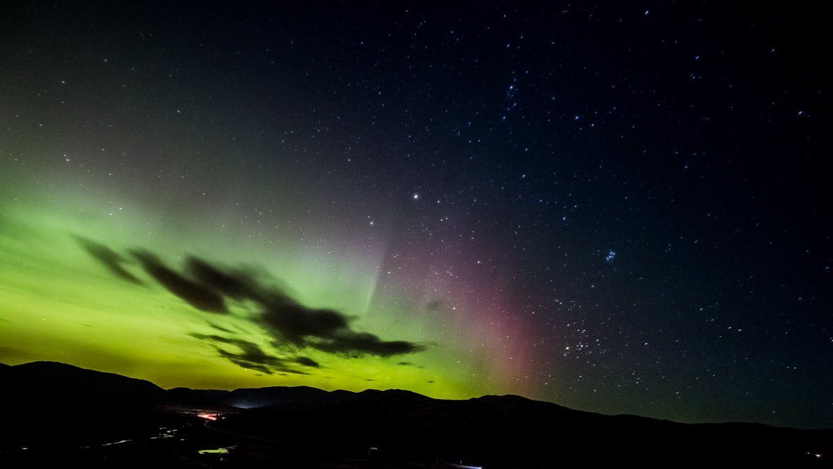Skandinavischer Nachthimmel mit Polarlichtern