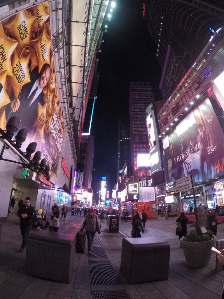 Times Square bei Nacht aufgenommen mit der GoPro