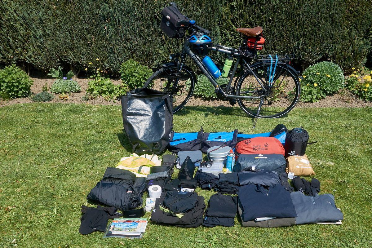 Trekkingrad und Ausrüstung