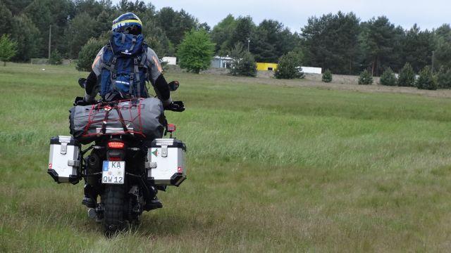 truppenübungsplatz_1-motorrad-fahrt-mit-dem-tour-bag-50-auf-dem-truppenuebungsplatz
