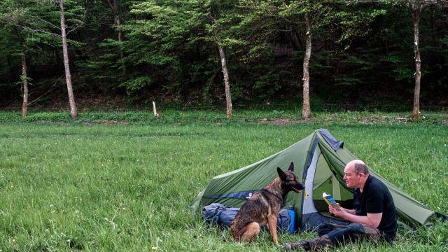 Wandern mit dem Ultraleichtzelt Trek Escape im Nationalpark Eifel