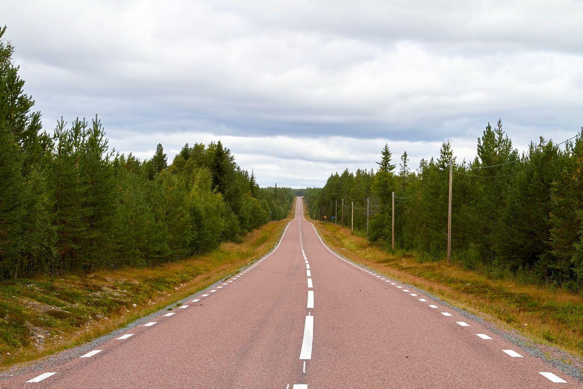 typische Fernstraße in Schweden